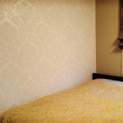 「ダマスク柄の寝室」