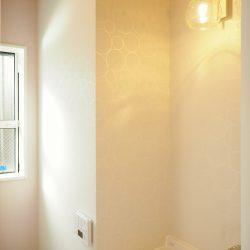 「丸柄の洗面室」