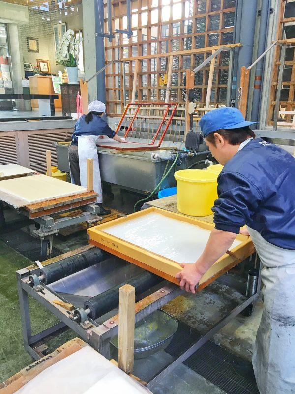 和紙の作り方見学。