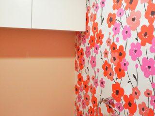 「花柄の輸入壁紙」